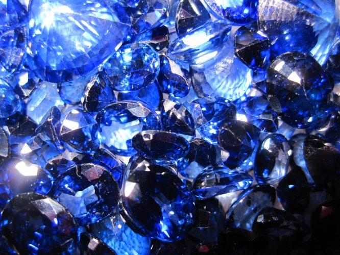 Blue Sapphire e1517316514337 - خواص و فواید یاقوت کبود
